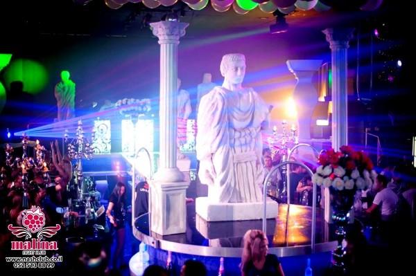אירוע קונספט - פסל מרכזי