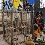 שודדי הקריביים - תא המעצר