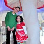 אירוע קונספט - ילדים מתחת לפטרייה ענקית